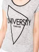 Szary t-shirt z nadrukiem UNIVERSITY FORVER                                  zdj.                                  7