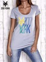 Szary t-shirt z nadrukiem ZOO YORK
