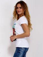 T-shirt biały z motywem samochodu                                  zdj.                                  5
