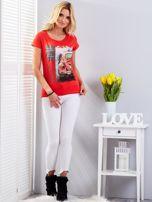 T-shirt czerwony z motywem samochodu                                  zdj.                                  4
