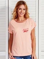 T-shirt damski patriotyczny z delikatnym nadrukiem łososiowy
