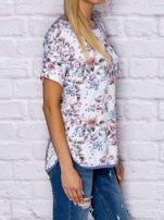 T-shirt damski w motywy kwiatowe z kieszonką                                  zdj.                                  3