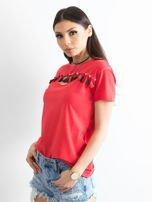 T-shirt damski z kolorowymi pomponikami czerwony                                  zdj.                                  3