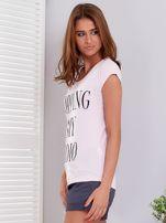 T-shirt jasnoróżowy SHOPPING IS MY CARDIO                                  zdj.                                  3