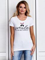 T-shirt z nadrukiem SMILE IS THE BEST MAKEUP biały                                  zdj.                                  1