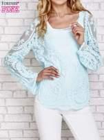 Turkusowy ażurowy sweterk mgiełka z rozszerzanymi rękawami