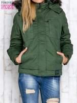 Zielona kurtka z futrzanym wykończeniem kołnierza                                                                          zdj.                                                                         2