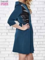 Granatowa rozkloszowana sukienka ze skórzanymi modułami                                                                          zdj.                                                                         3