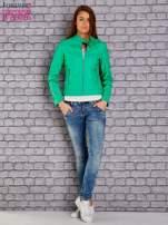 Zielona skórzana kurtka o klasycznym kroju