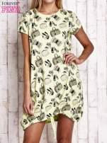 Zielona sukienka z kobiecym nadrukiem