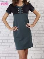 Zielona sukienka ze złotymi guzikami                                  zdj.                                  1