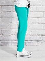 Zielone spodnie dresowe dla dziewczynki z napisem HAPPY                                  zdj.                                  3