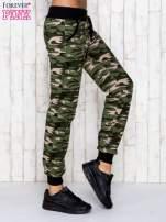 Zielone spodnie dresowe moro z troczkami                                  zdj.                                  3