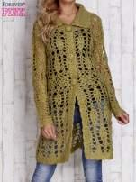 Zielony długi sweter na guziki