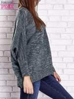 Zielony melanżowy sweter oversize o kroju nietoperz                                  zdj.                                  5