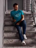 Zielony t-shirt męski z napisem CHAMPION i liczbą 28                                  zdj.                                  6
