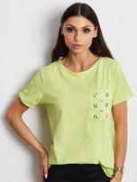Zielony t-shirt z ażurową kieszenią                                  zdj.                                  1
