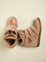 Złote zamszowe sneakersy na  rzepy Axis z wstawkami                                  zdj.                                  2