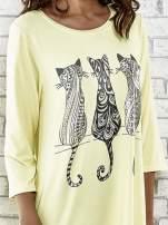 Żółta sukienka damska z nadrukiem kotów                                  zdj.                                  4