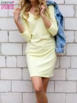 Żółta sukienka z trójkątnym dekoltem                                  zdj.                                  1