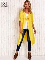 Żółty płaszcz o szlafrokowym kroju                                                                          zdj.                                                                         2